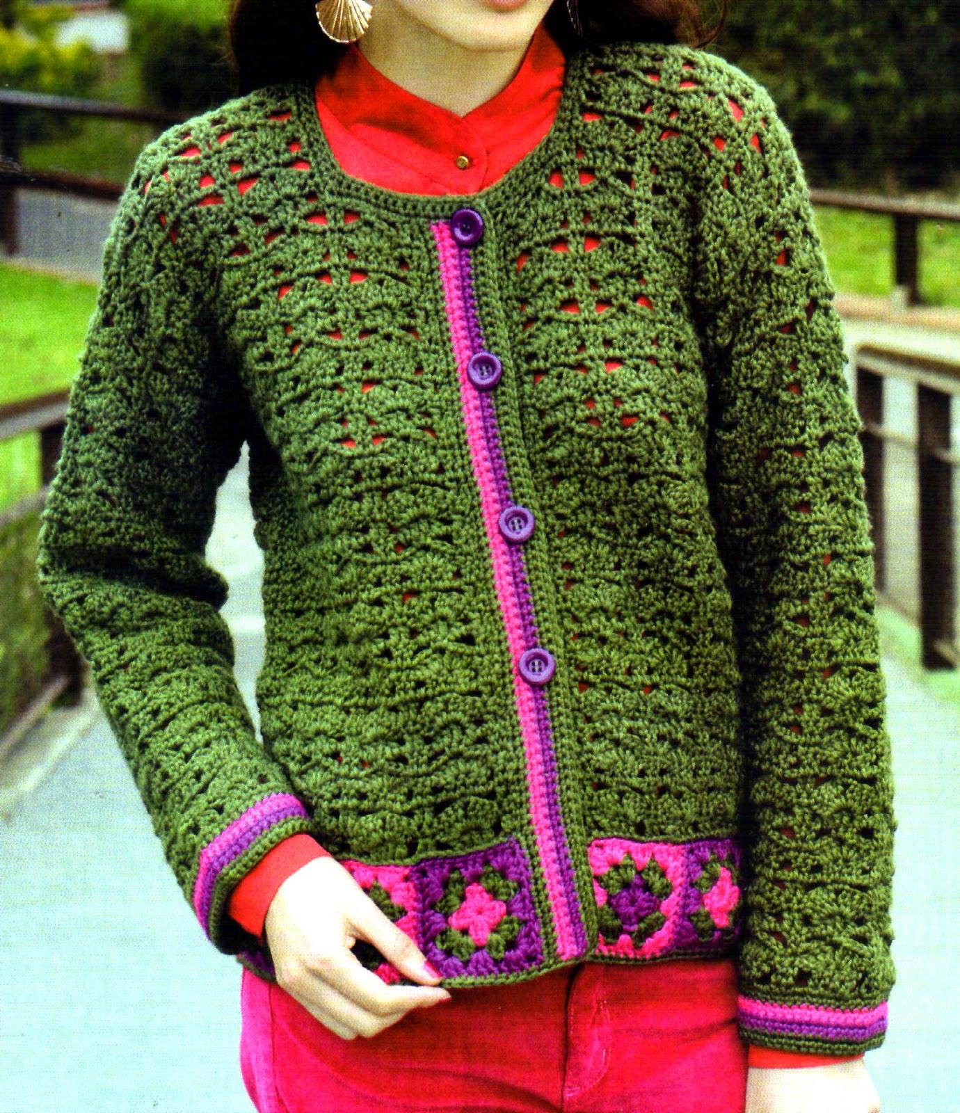 saco verde tejido al crochet con detalles de cuadrados