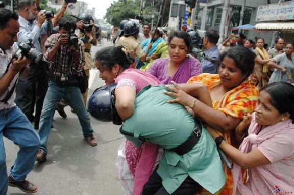 policial-atacado-por-mulher-police-attacked-by-wife