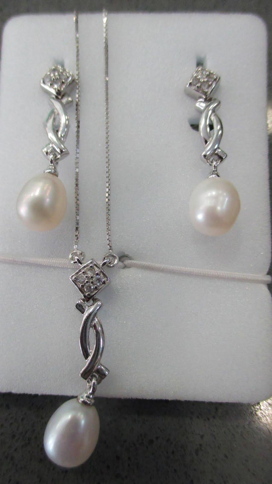 Juego pendientes largos de plata y perla y gargantilla