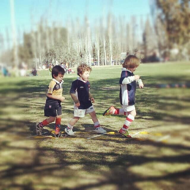 Niños haciendo ejercicios