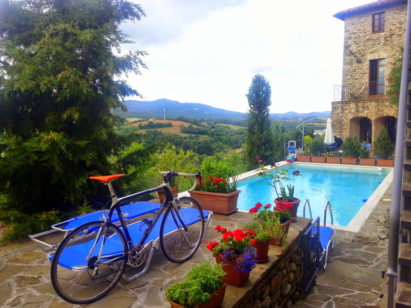 cycling trasimeno lake umbria