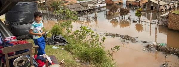 PARAGUAY: 90 MIL PERSONAS CUMPLEN 2 MESES DESPLAZADOS POR INUNDACIONES, 27 DE JULIO 2014