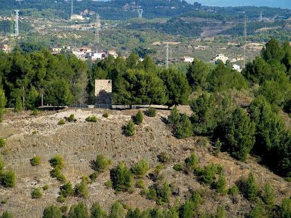 Zoom a la Torre Fossada, situada a l'altra banda del Llobregat, dins el terme de Castellbisbal