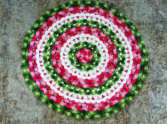 tapetes coloridos em croche em croche com receita