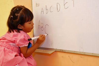 Kapan Waktu yang Tepat Anak Mulai Belajar Calistung?