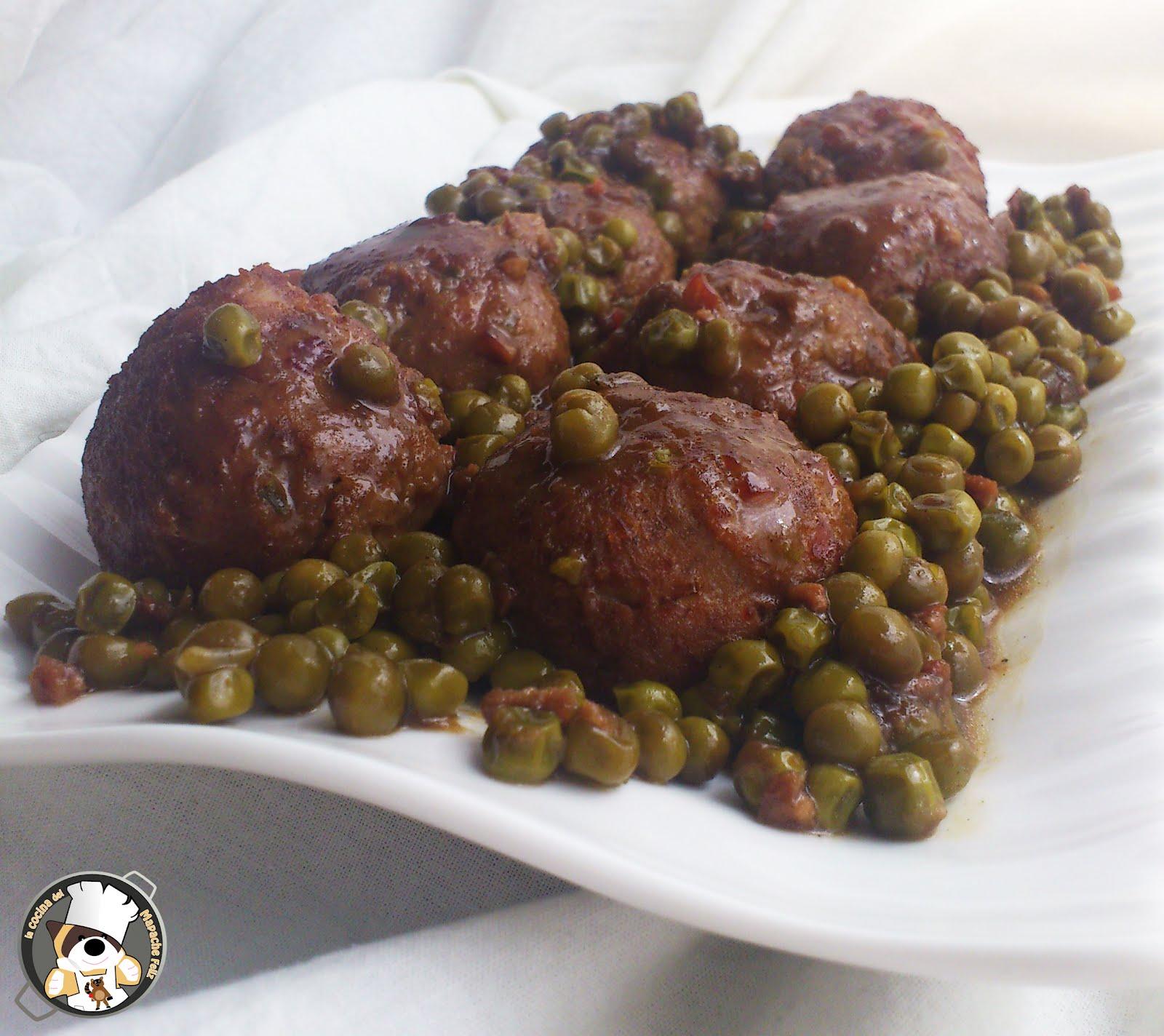 Recetas tradicionales alb ndigas con guisantes la cocina del mapache feliz - Albondigas tradicionales ...