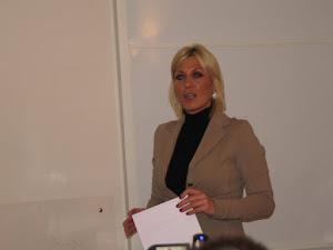La Presidente A.I.C.I. Stefania Cervoni PRESENTAZIONE SCUOLA