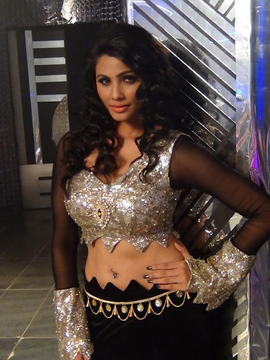 item song in bloody ishq movie glamour  images