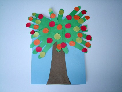 Craft Ideas Apples on Kiboomu Shows You How To Make A Johnny Appleseed Handprint Apple Tree