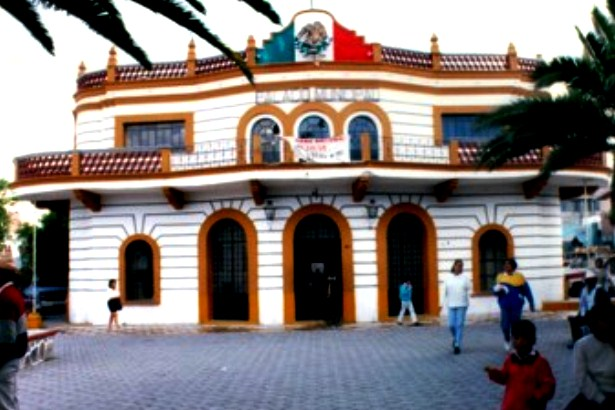 Rinde protesta presidente municipal suplente en Acatzingo