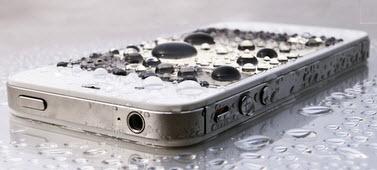 Cara menangani handphone atau smartphone yang terkena air atau kemasukan cairan - www.teknologiz.com