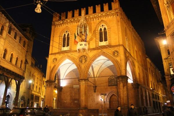 Bolonia Piazza Mercanzia