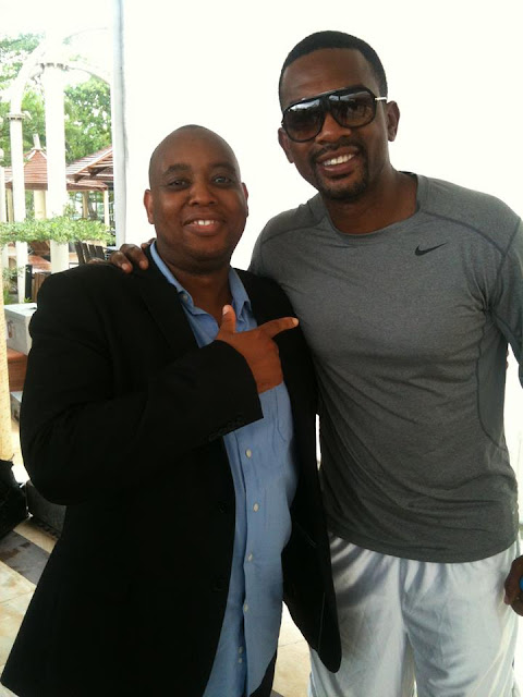 Ehizojie Ojesebholo with American actor and stand-up comedian; Bill ...