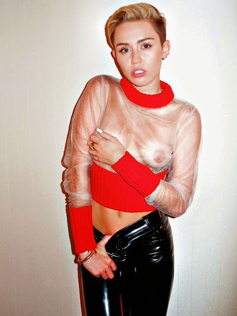 LMiley Cyrus Topless