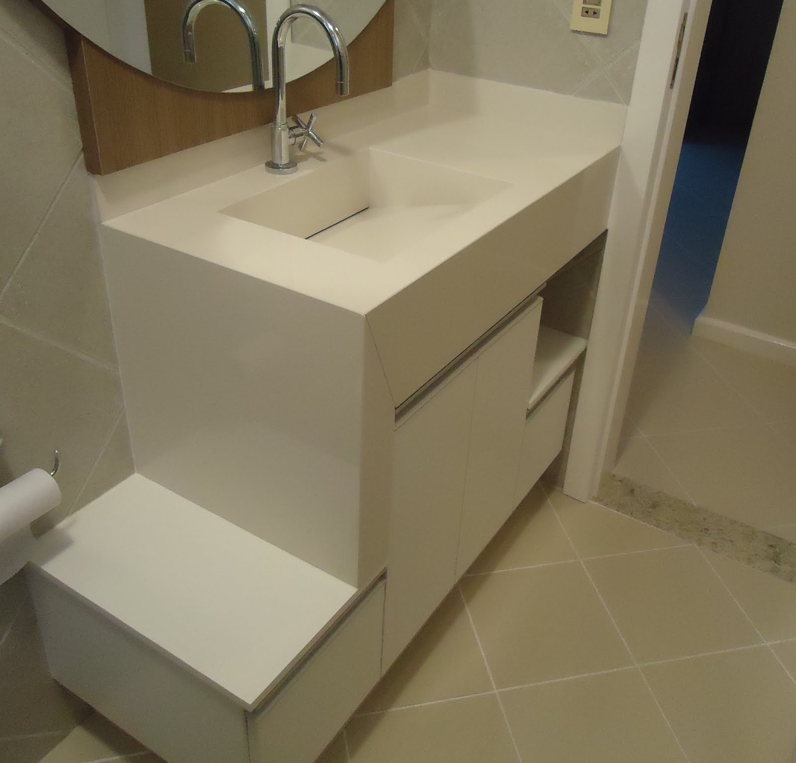 inovarte: BANHEIROS E LAVABOS DE PORCELANATO #5C4A2F 1600x1534 Banheiro Com Bancada De Porcelanato