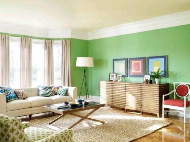Le pareti verde pastello rendono luminosi gli ambienti