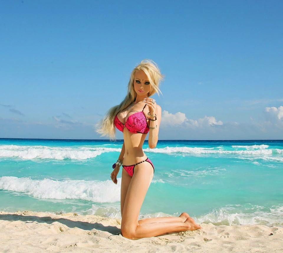 Valeria Lukyanova Hot Bikini Gallery