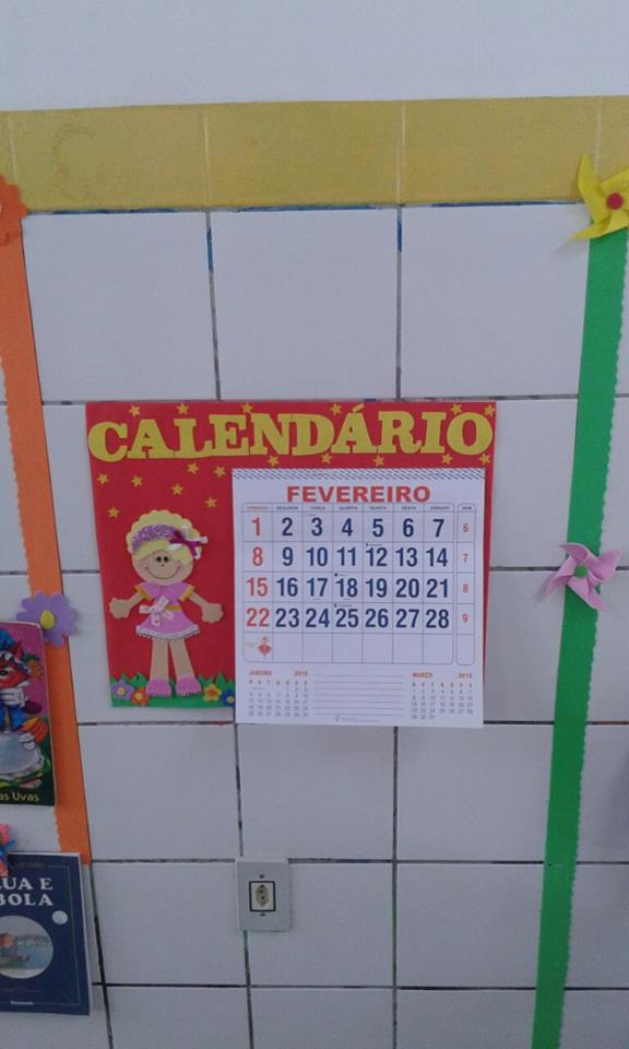 Calendário com aplique de menina e estrelas