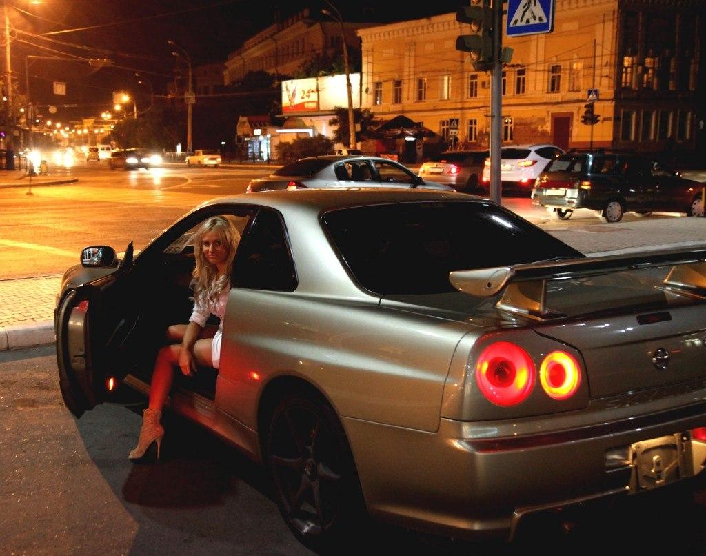 Nissan Skyline R34, nocna fotografia, samochody nocą, auta po zmroku, wieczorem, mrok, japońskie, motoryzacja, JDM, tuning, zdjęcia, photos, at night, cars, photography, 夜間撮影
