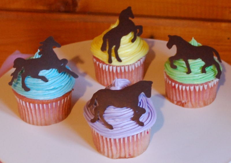 how to make a horse out of cupcakes