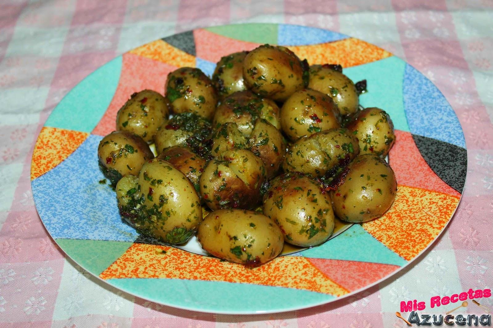Patatas con hierbas frescas.