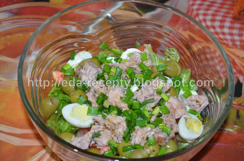 Салат Нисуаз с тунцом: заправить салат
