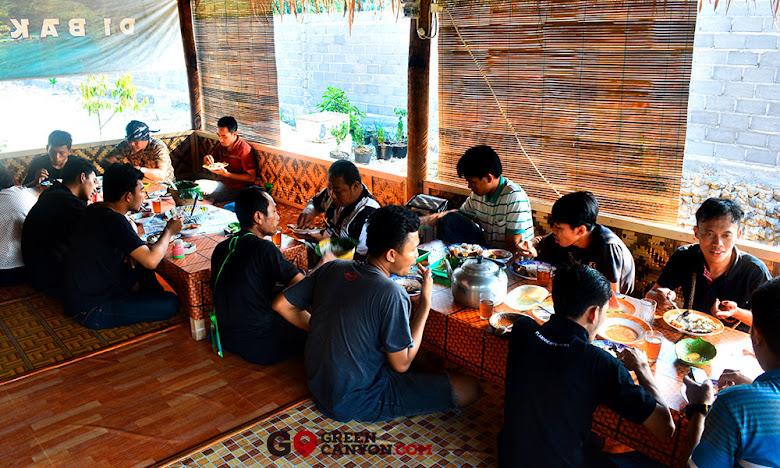 makan siang di banyu sagara