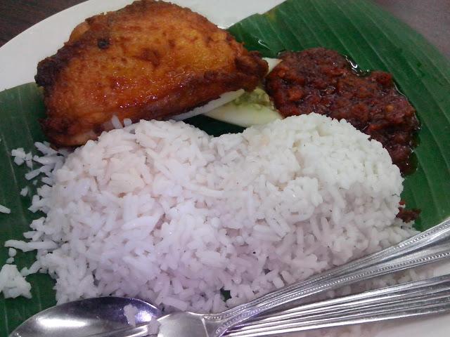 ajihs nasi lemak, ajihs nasi lemak 80 sen, makanan di kelantan, tempat makan best di kelantan, tempat makan di kelantan, piya dan ajihs nasi lemak, kaitan piya dan ajihs,