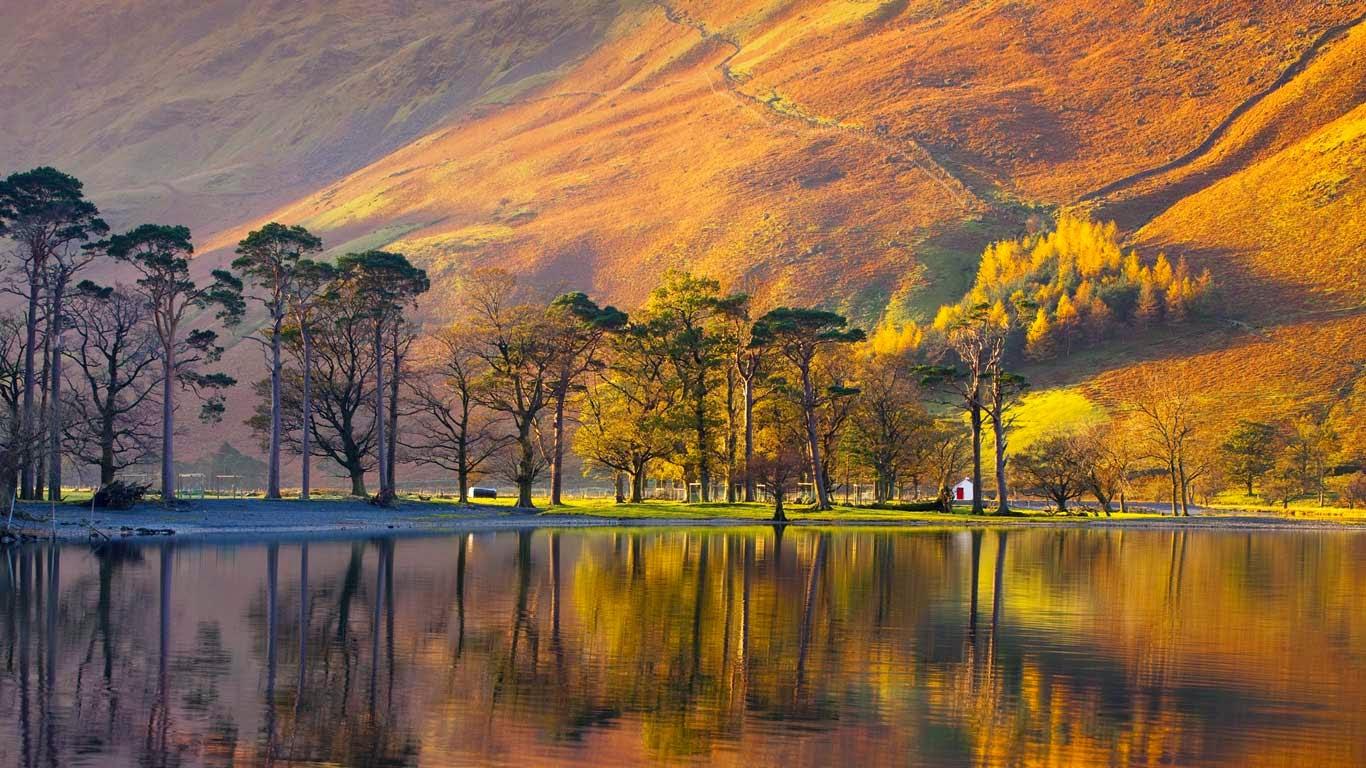 Buttermere, Lake District National Park, England (© Chris Warren/SuperStock) 55