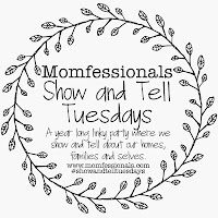 http://www.momfessionals.com/2015/12/show-and-tell-tuesday-christmas-decor.html