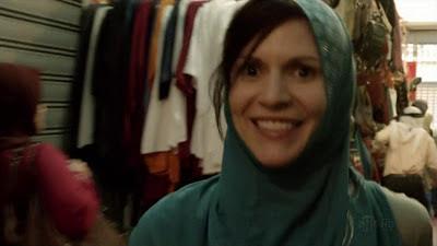 Carrie sonríe a la cámara