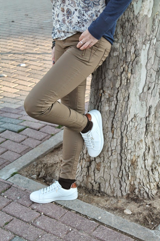 #LOOK. White Sneakers & Floral Print