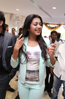 Actress Catherine Tresa Pictures in Skinny Jeans at BIG C Mobile Store Launch 0014.jpg