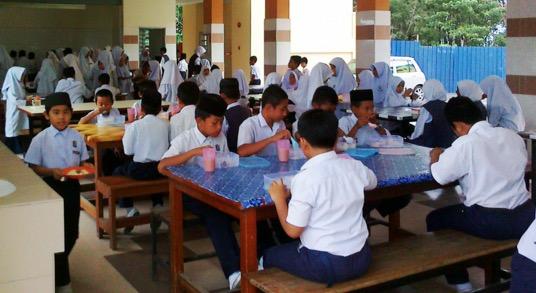Nasi lemak ayam berharga RM3 di kantin sekolah cetus persoalan