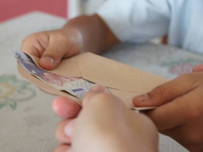 Bantuan RM100 Pelajar Diagihkan