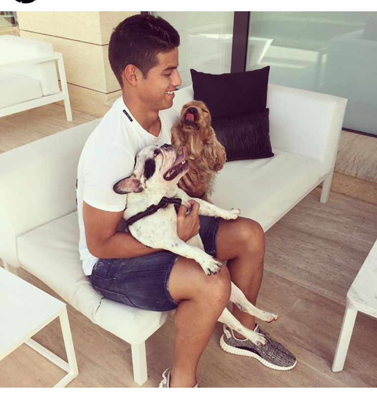 Photo of James Rodríguez & his  Dog