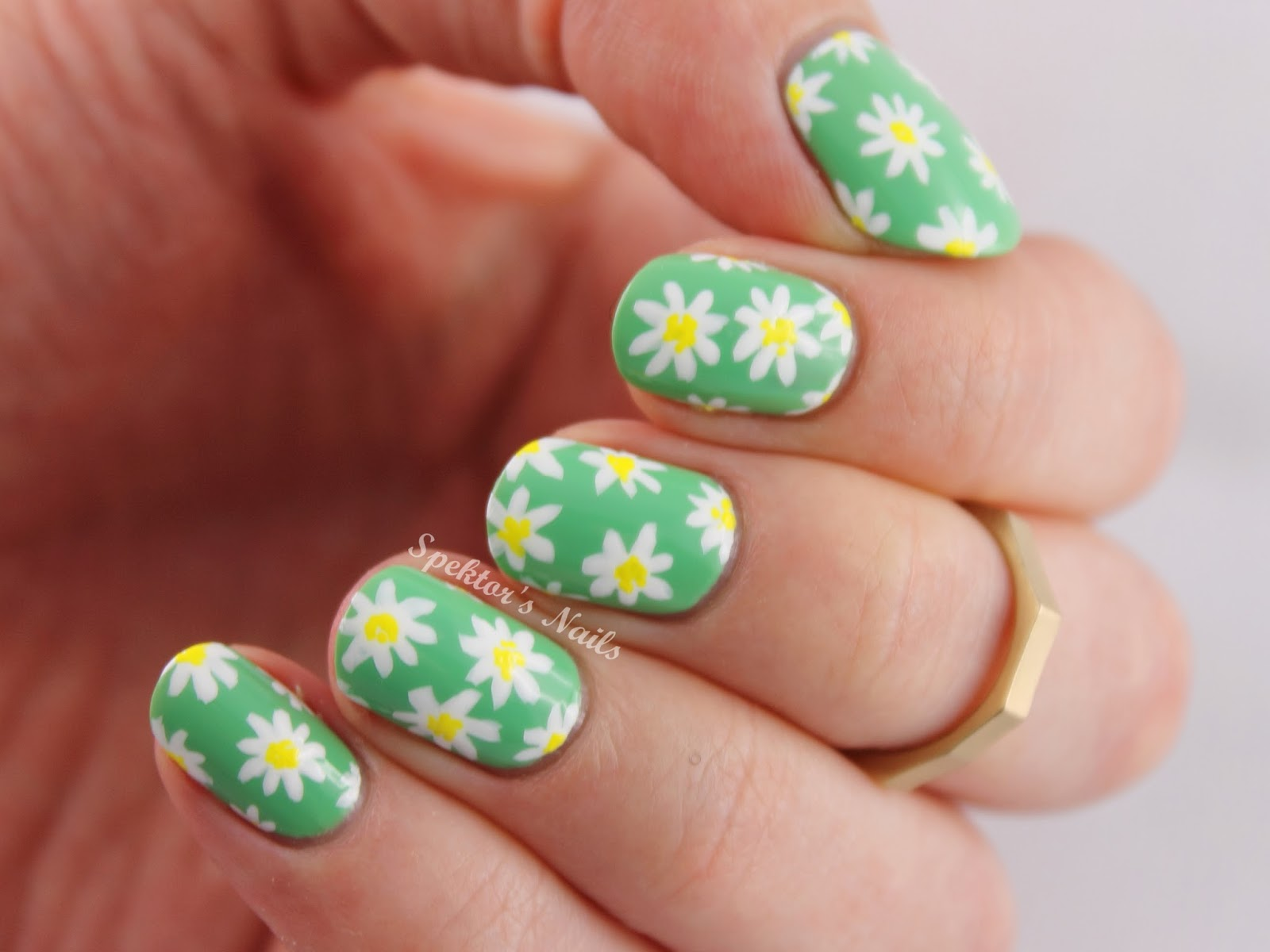 The Lacquer Legion Garden: Daisies Nail Art