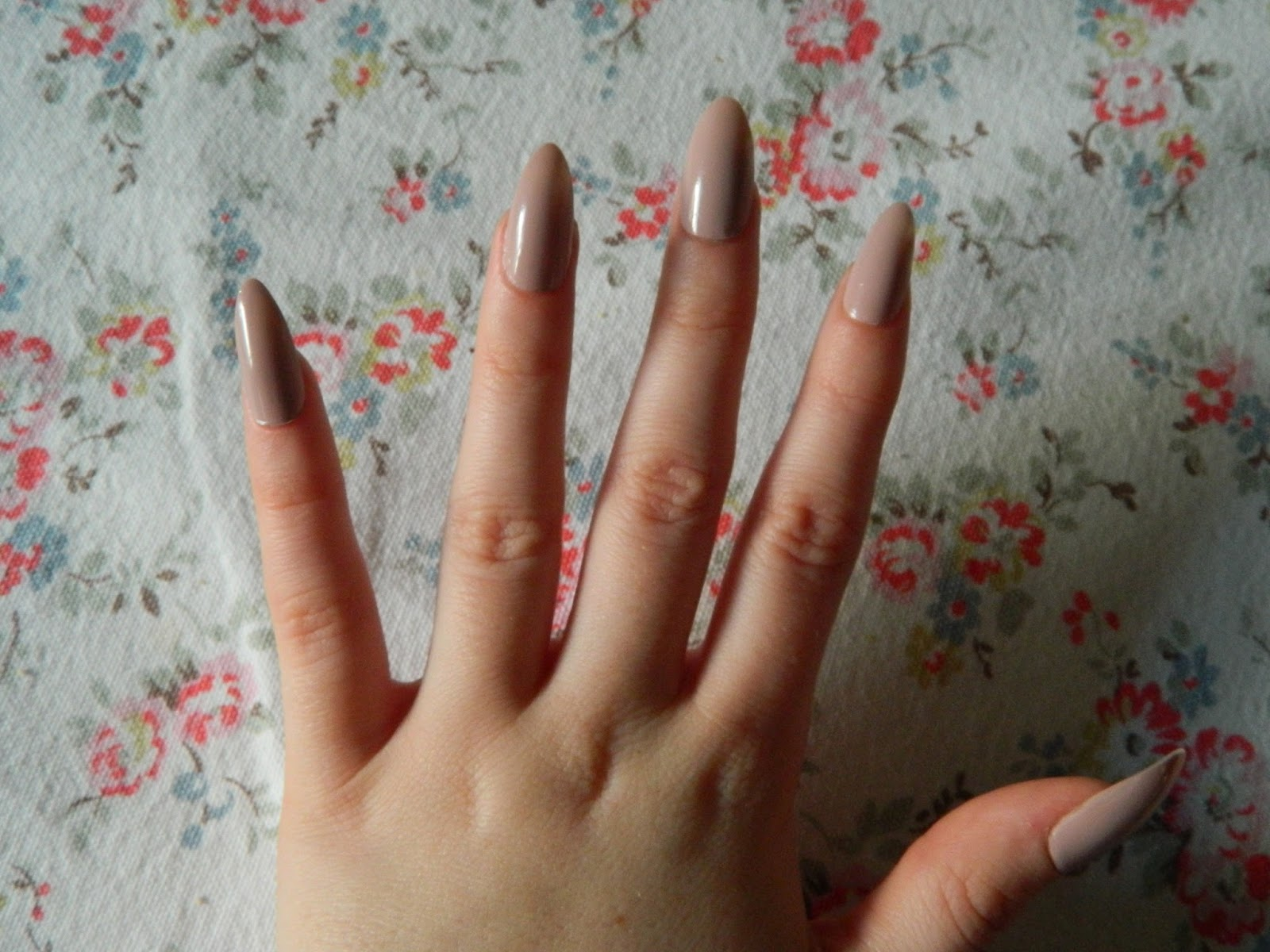 Just The McGinning: Elegant Touch Stiletto Nails Review