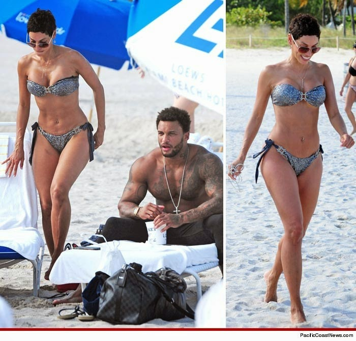 Nicole Murphy Steps Out With 'New Man'