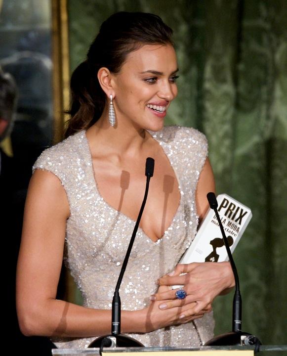 Irina Shayk la novia de Ronaldo recoge el Prix de la moda de MARIE CLAIRE con Joyas de CHOPARD