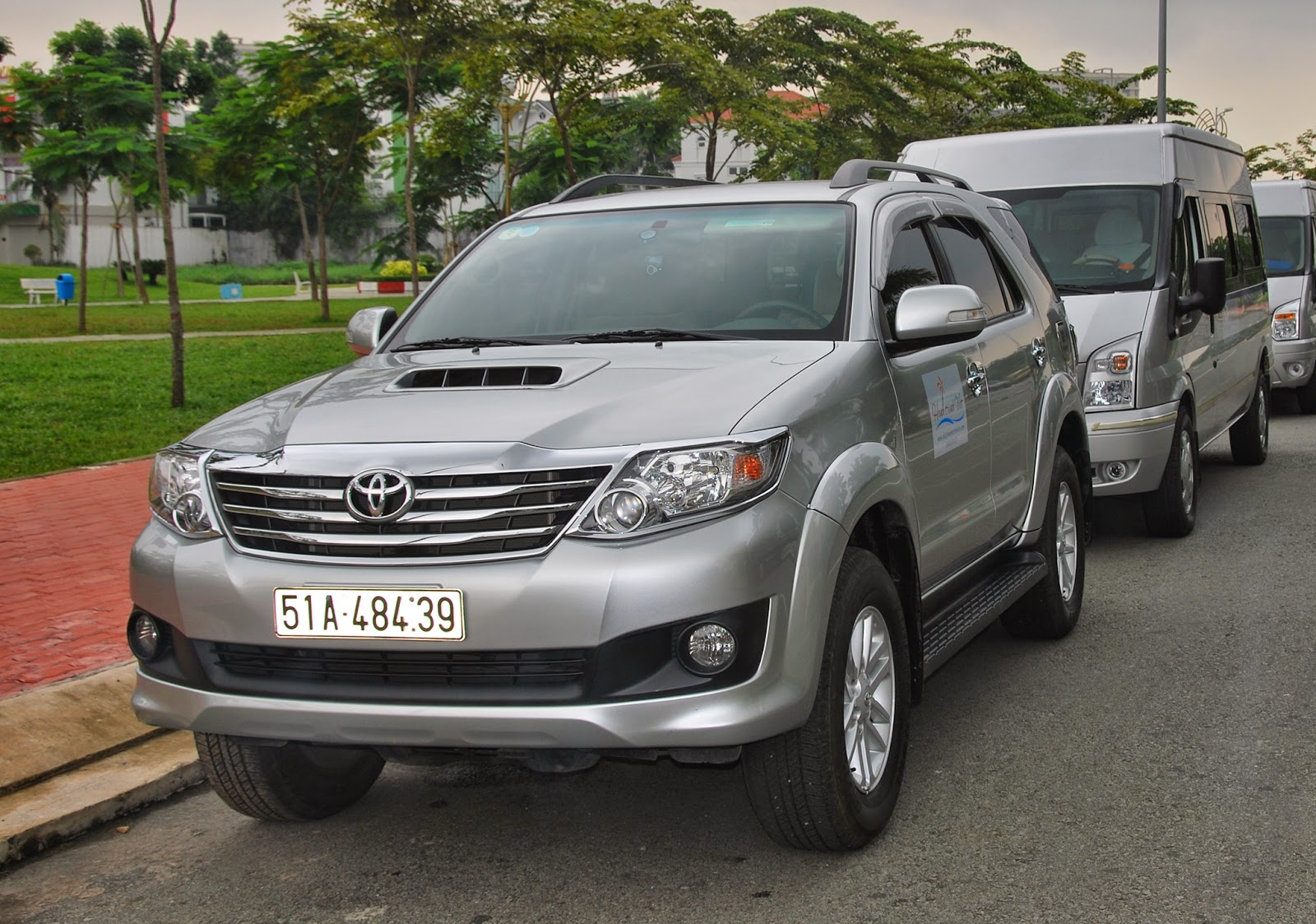 Hanh Trinh Viet car rental hcmc