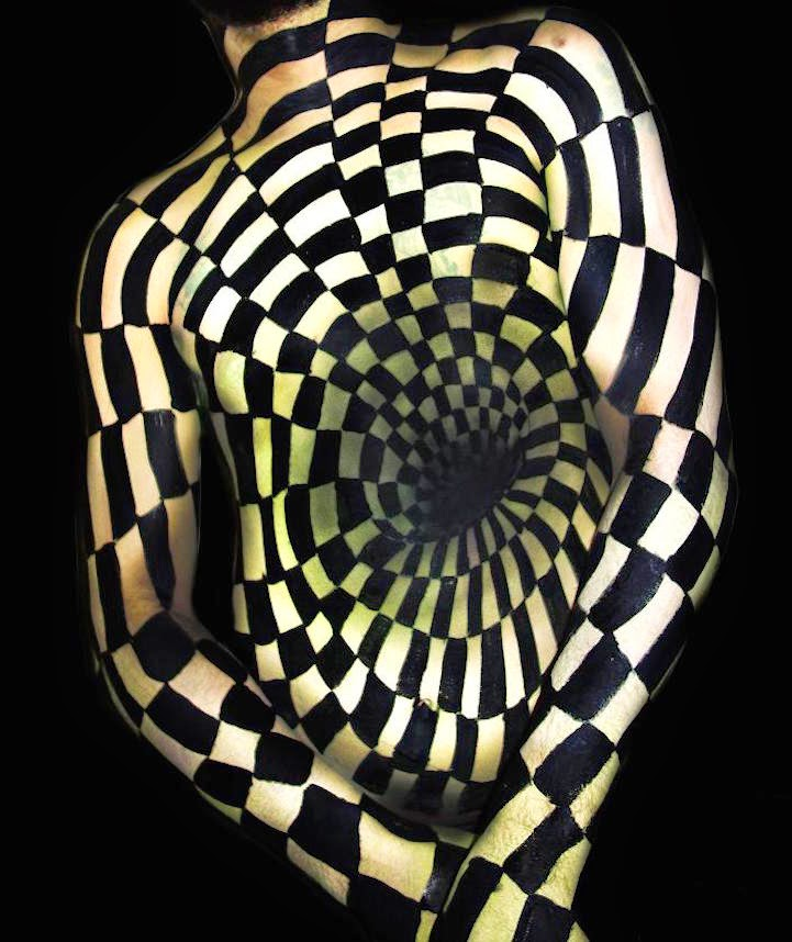 04-Natalie-Fletcher-Optical-Illusions-in-Body-Painting-www-designstack-co