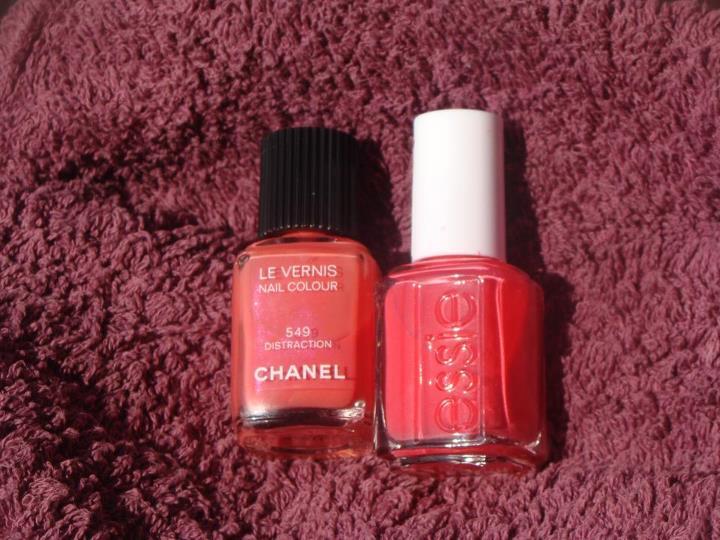 ME PASO EL DIA COMPRANDO: Dos lacas de uñas a prueba: Chanel vs Essie