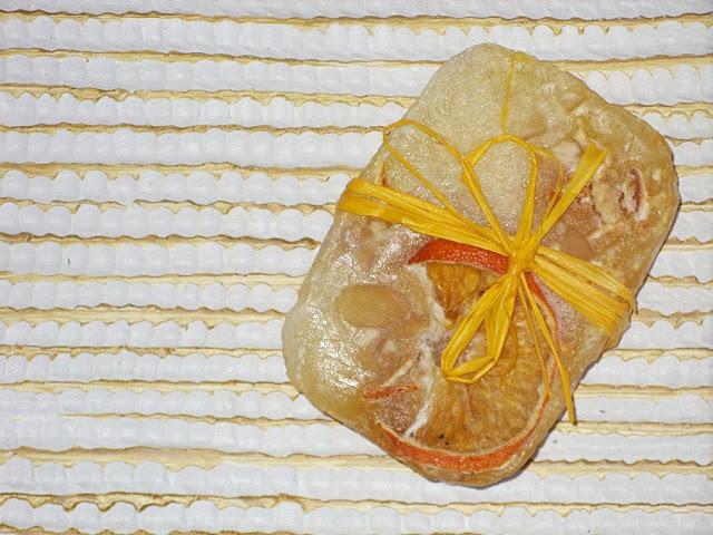 Recenzja: Naturalne mydło kokos z pomarańczą i migdałami, Pszczelna Dolinka
