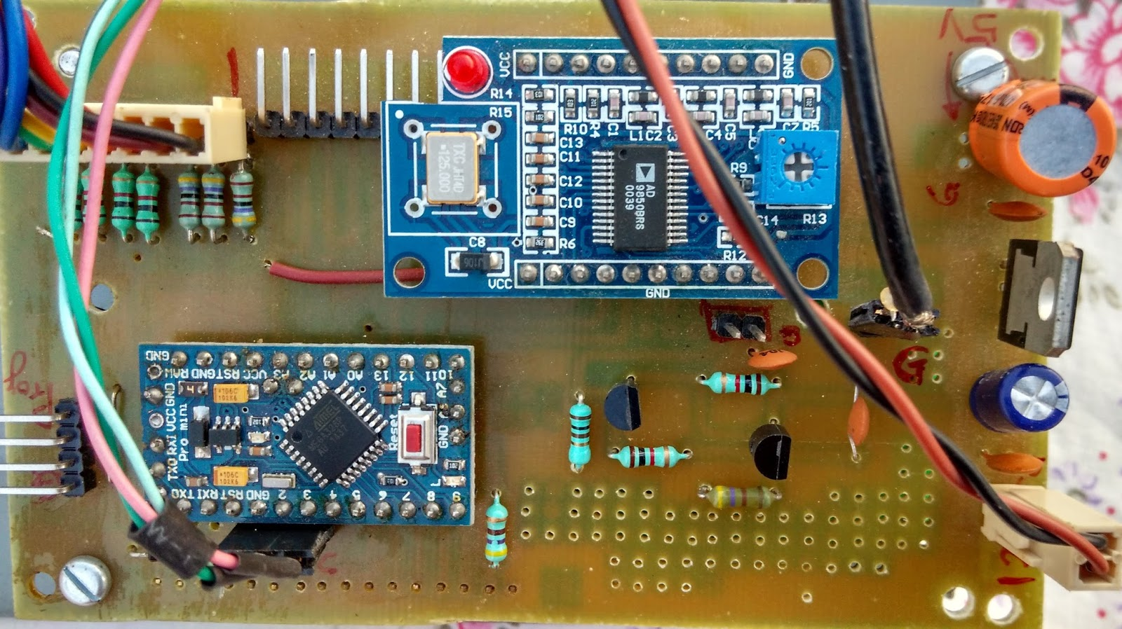 Arduino Dds Using 9850 Vu2spfs Ex Vu3seg Ham Radio Page Arduinocircuitboardjpg The Pcb Is Filled With Two Other Pcbs For Pro Mini Bottom Left And Module Top Center
