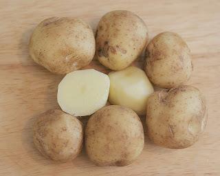 cara memutihkan wajah menggunakan kentang , kentang , manfaat kentang , kentang dapat menghaluskan wajah