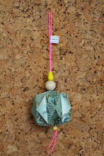 Origami julekugler sælges