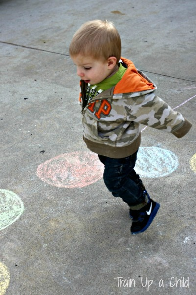 Gross motor activity for toddlers color recognition for Gross motor skills for 2 year olds