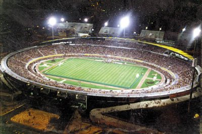 http://3.bp.blogspot.com/-3rTr_f6i69o/Ta8w4iXfPKI/AAAAAAAAAKU/dhToLFPRsSs/s1600/estadio_vivaldo_lima_vivaldao_.jpg
