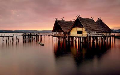 Foto de casas sobre el agua
